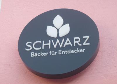 Schwarz (1)